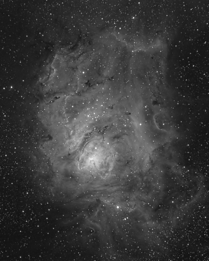 M8 showing Difference between DSLR and CCD astrophotography
